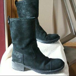 Born boots  MAKE REASONABLE OFFER ☺